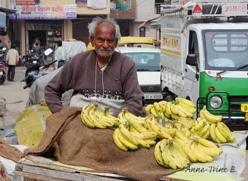 Sabzi market Delhi banana